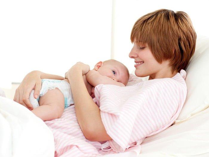 питание малыша с первых дней жизни