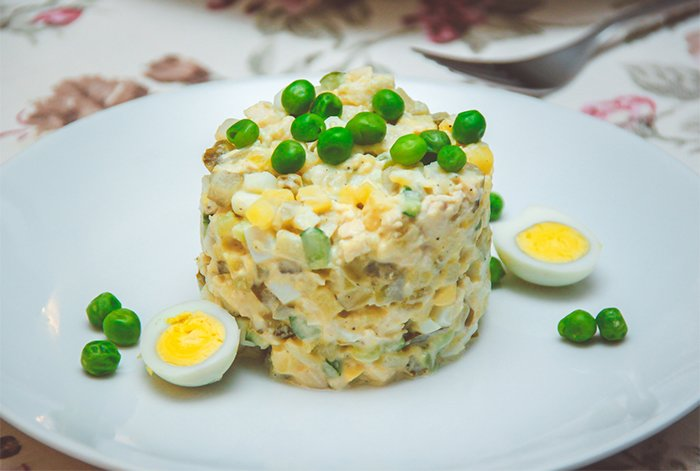 оливье с перепелиными яйцами при грудном вскармливании