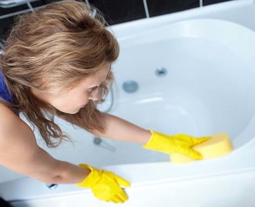 чистка ванны перед купанием грудничка