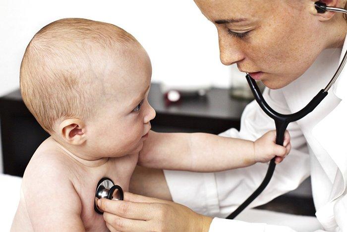 малыш у педиатра