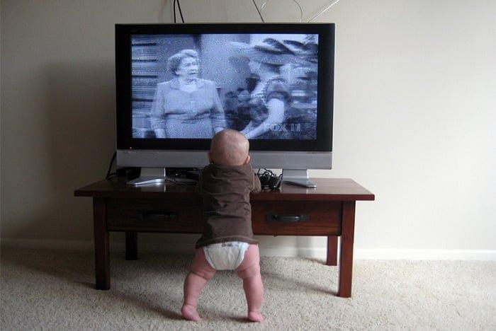вред телевизора для грудничка
