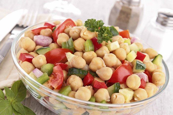 здоровый салат с нутом для детей