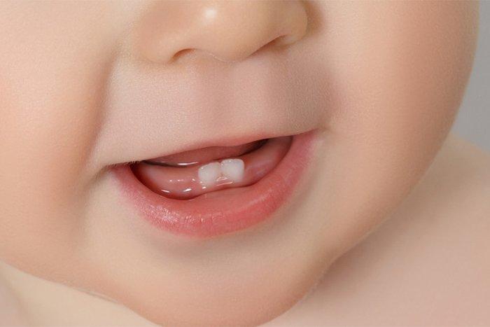 прорезывание зубов у младенца