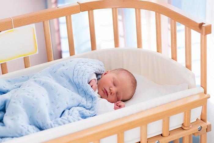 деревянная кроватка для малыша