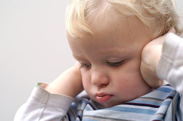 болят уши у ребенка