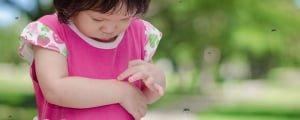 чешется след от укуса комара на руке у ребенка