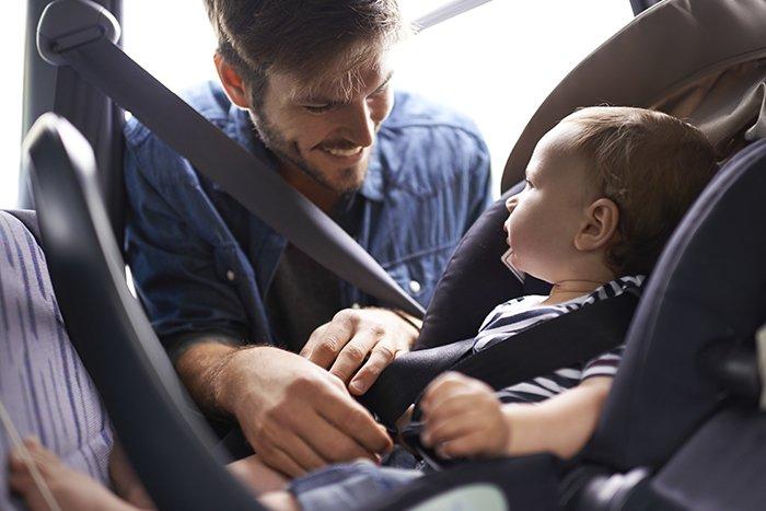 безопасность малыша в машине
