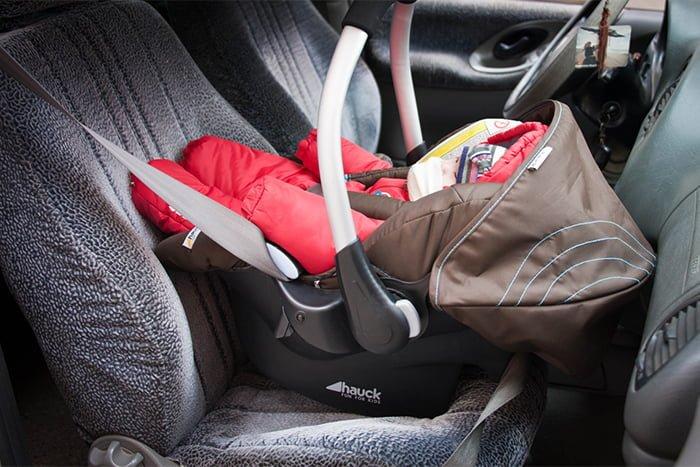 автолюлька для перевозки грудничка в машине
