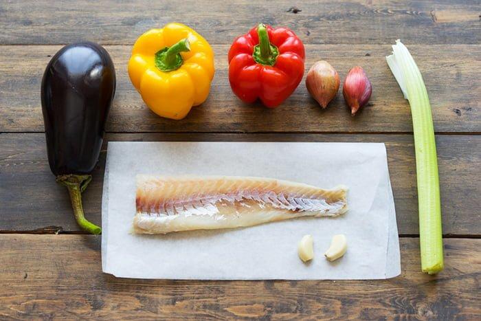 приготовление рыбы с овощами