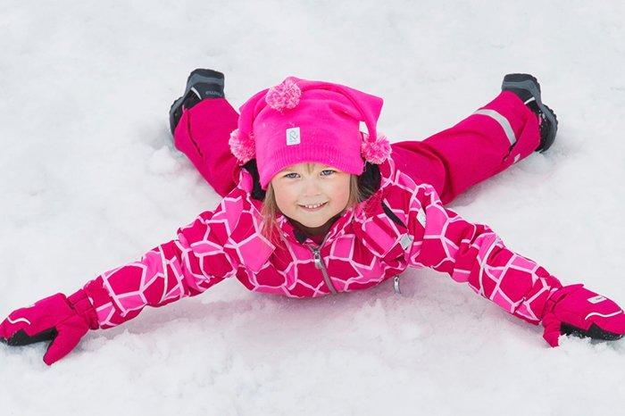 девочка в зимней одежде от марки рейма
