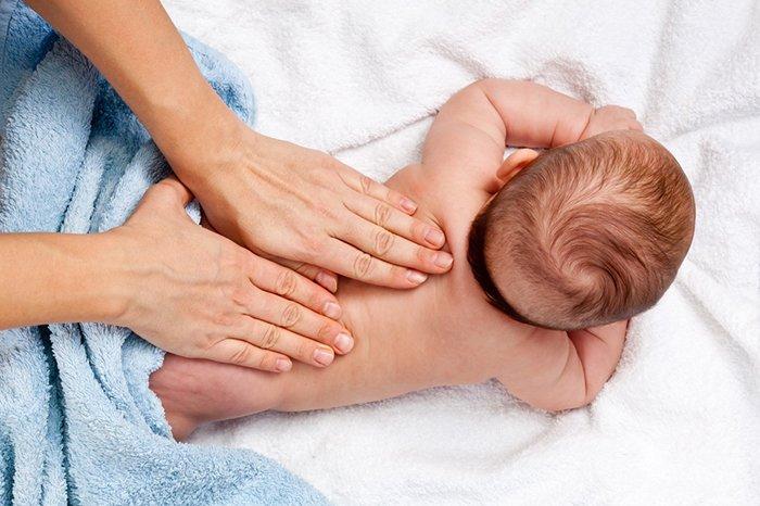 профилактика искривления позвоночника у грудничка