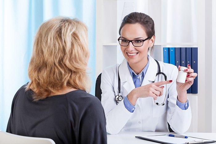 врач назначает витамины кормящей маме