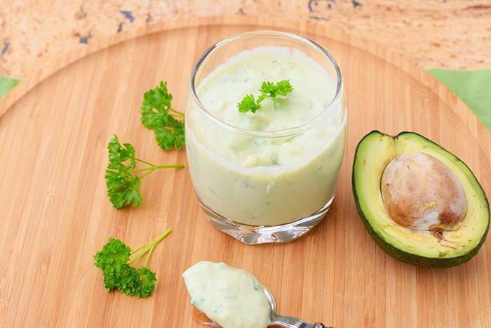блюдо с авокадо для ребенка
