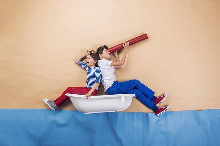 дети играют в моряков