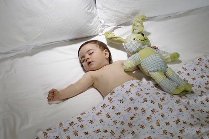 ребенок не спит на подушке