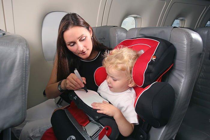 кресло для ребенка в самолет