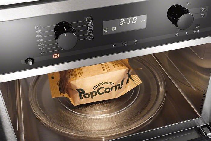 приготовление попкорна в микроволновке