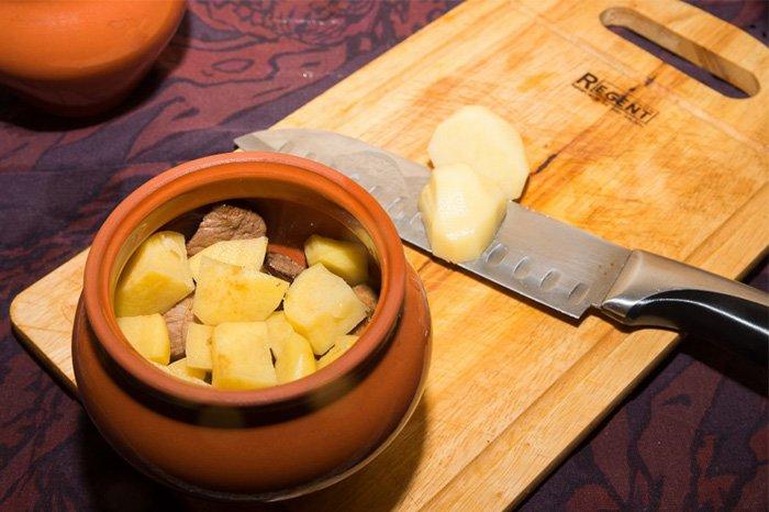конина в духовке с картошкой