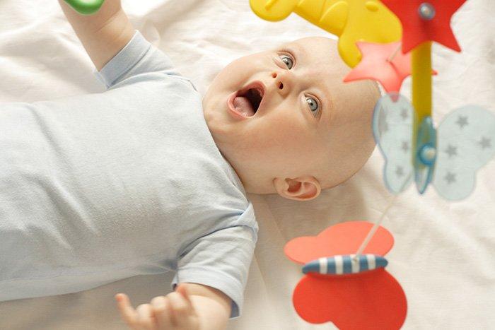 ребенок видит цвета в 2 месяца
