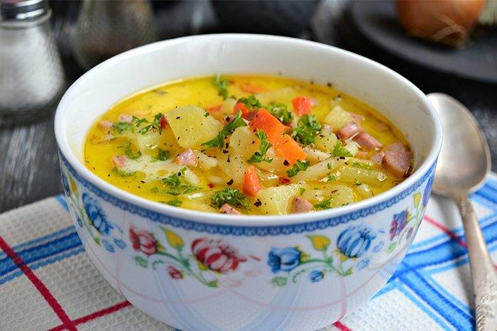 суп с плавленным сыром и сосисками