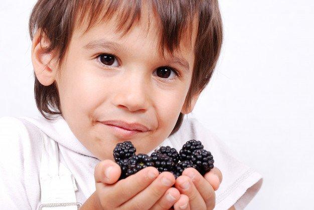 Блюда с ежевикой детям