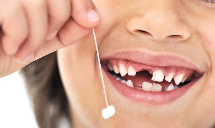 Когда начинают меняться молочные зубы у детей