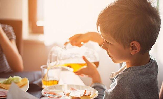 Чем поить ребенка на завтрак