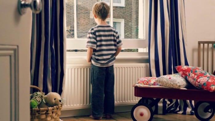 Можно ли ребенка оставлять одного дома