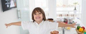 Когда можно оставить ребенка одного: мнение психологов