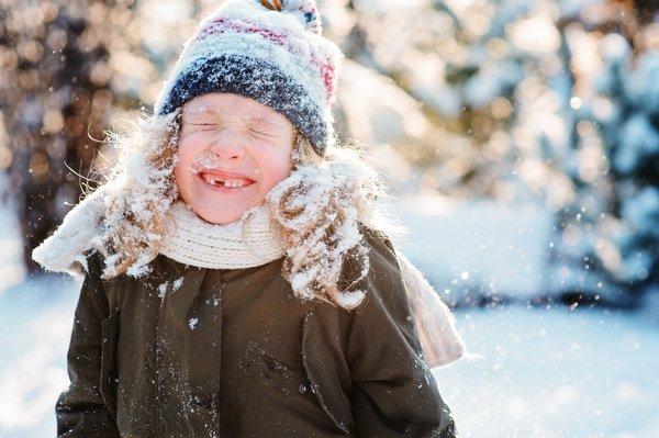 Чем занять ребенка на улице зимой