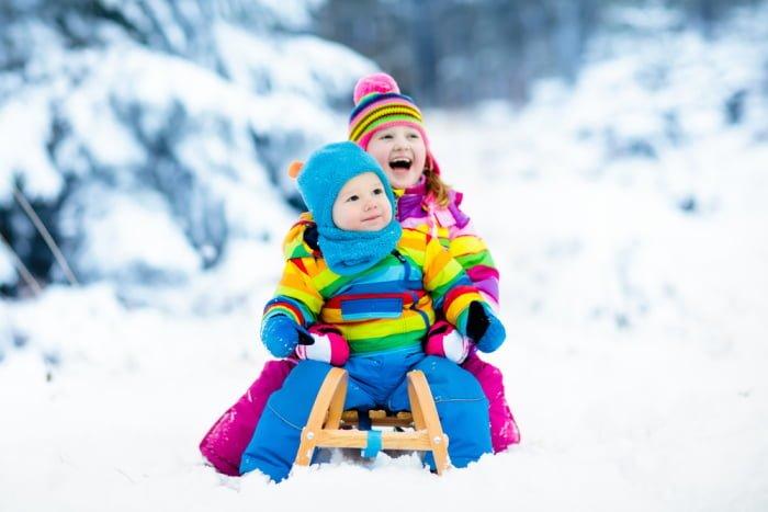 Как поиграть с ребенком зимой на улице
