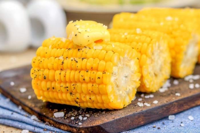 Початки вареной кукурузы