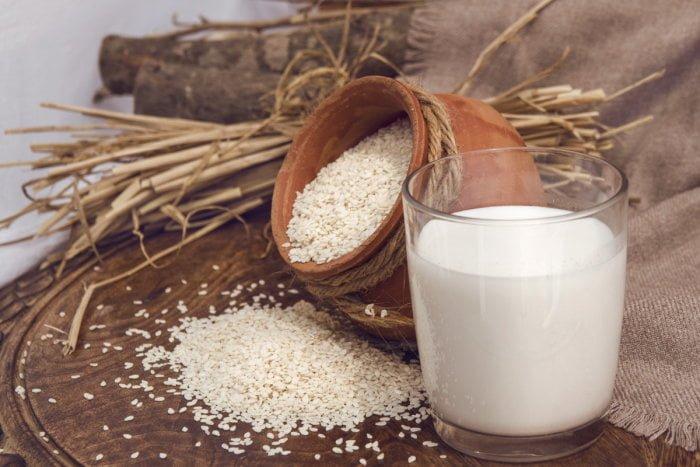Кунжутное молоко и кефир для детей