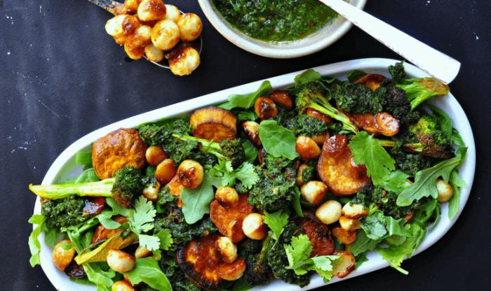 Салат с орехами макадамия