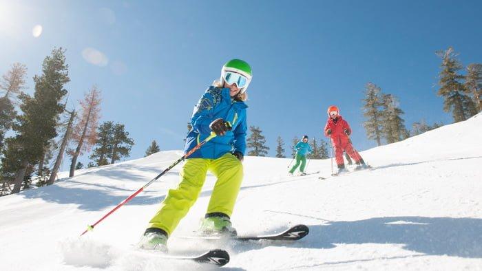 Мальчик на лыжах