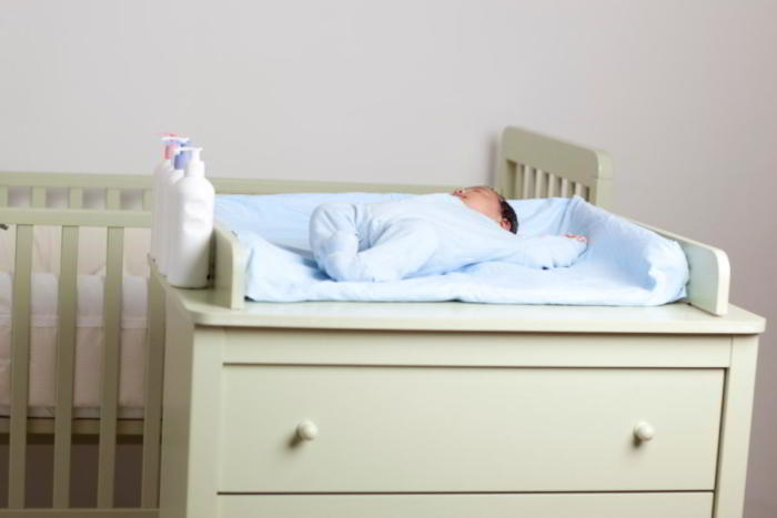Пеленальный столик для новорожденного
