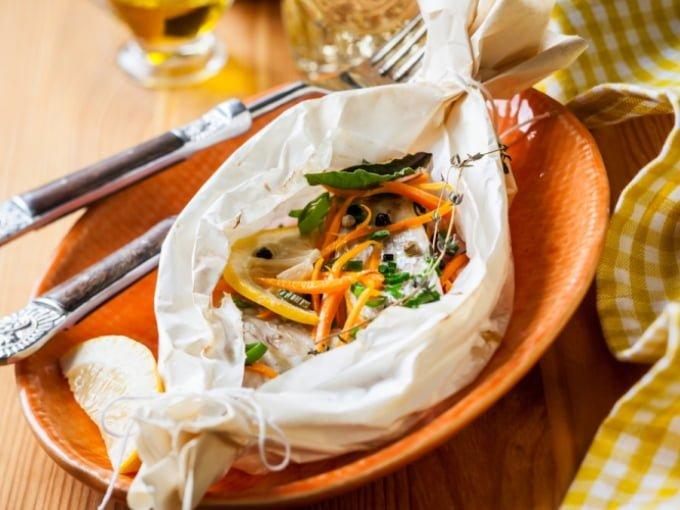Рыба с овощами в рукаве