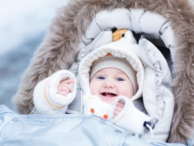 Как одеть на прогулку новорожденного весной